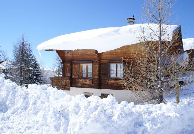 Chalet in L'Alpe d'Huez - 'Les Orchis' Chalet Authentique Centre Alpe d'Huez