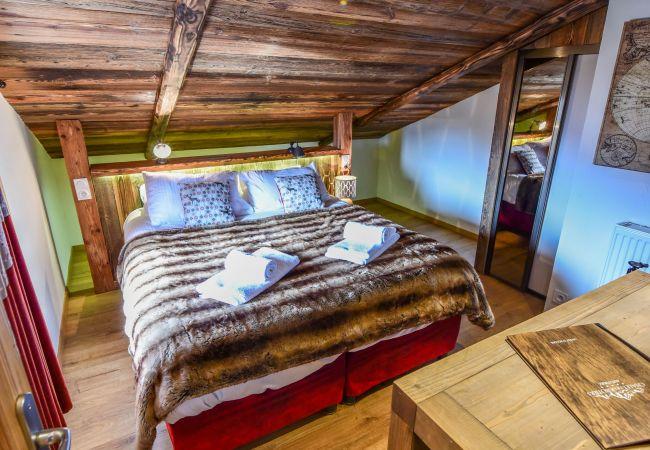 Chalet in L'Alpe d'Huez - Chalet Authentique des Ribotiers